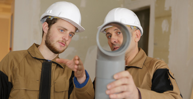 FMB research reveals that construction apprentices can earn more than university graduates image