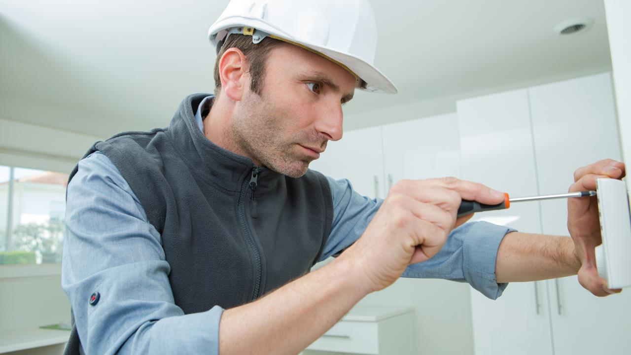 Thermostats should always be installed by a qualified heating engineer image
